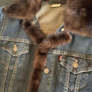Vintage Levi's jacket w/ mink trimming❤️